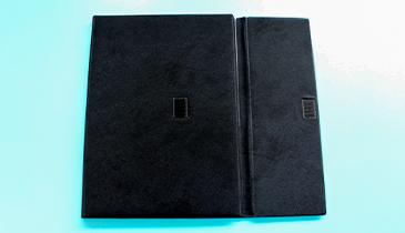3つ折りフラップ付きタイプで書類を保護