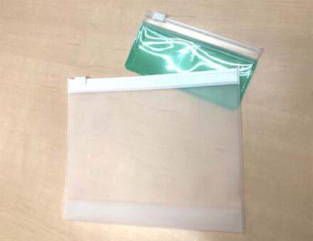 化粧品関連のボトルを収納するポーチをオレフィン系素材で対応